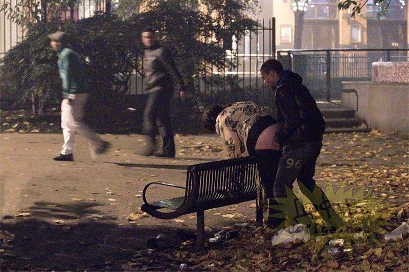 【公開セックス】年中発情してて街中のそこらですぐハメちゃう外国人カップル、動物かよwwwwwww(画像)・20枚目