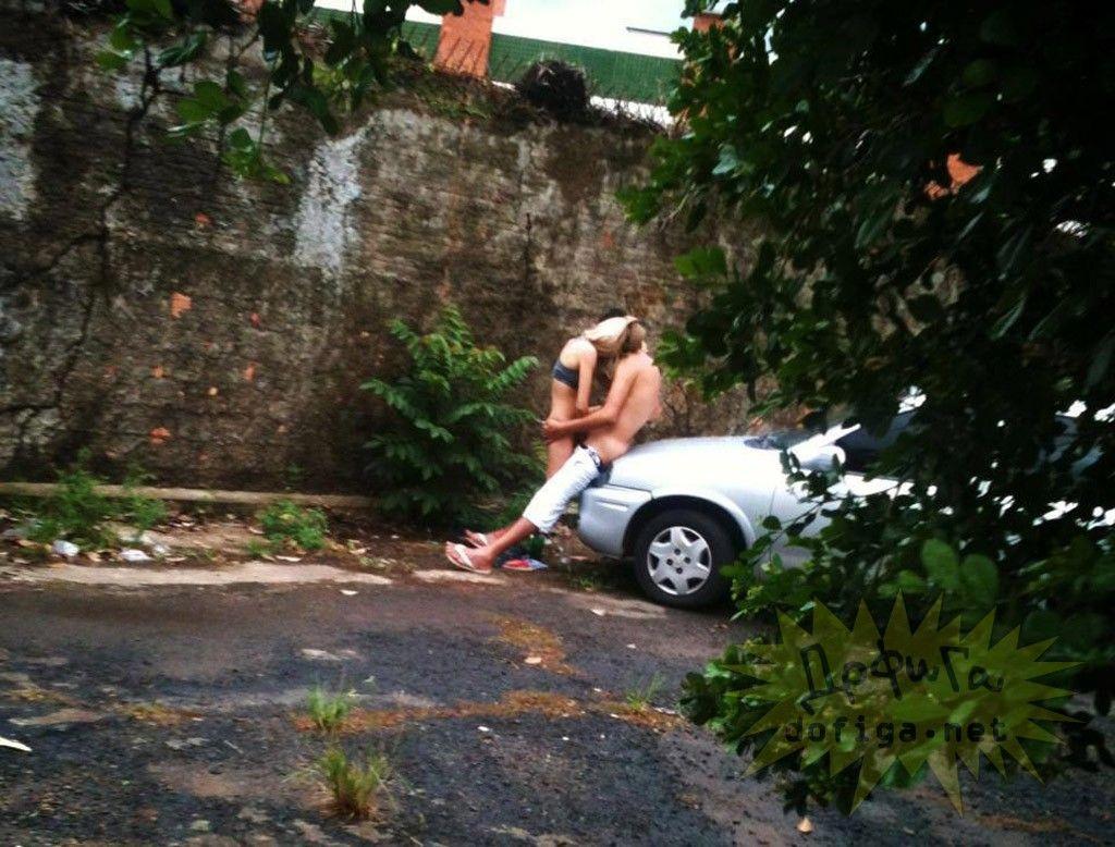 【公開セックス】年中発情してて街中のそこらですぐハメちゃう外国人カップル、動物かよwwwwwww(画像)・26枚目