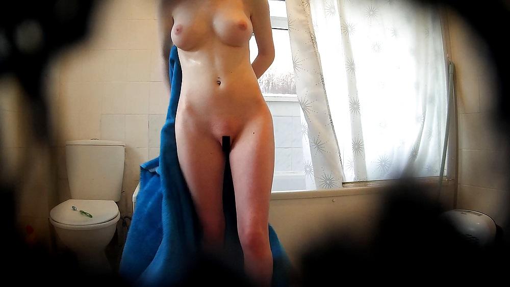 【神降臨】世のお兄ちゃん達が自宅で撮ったシャワー中の妹盗撮画像、知らない間にネットに拡散されてて妹絶望・・・・・(画像あり)・9枚目