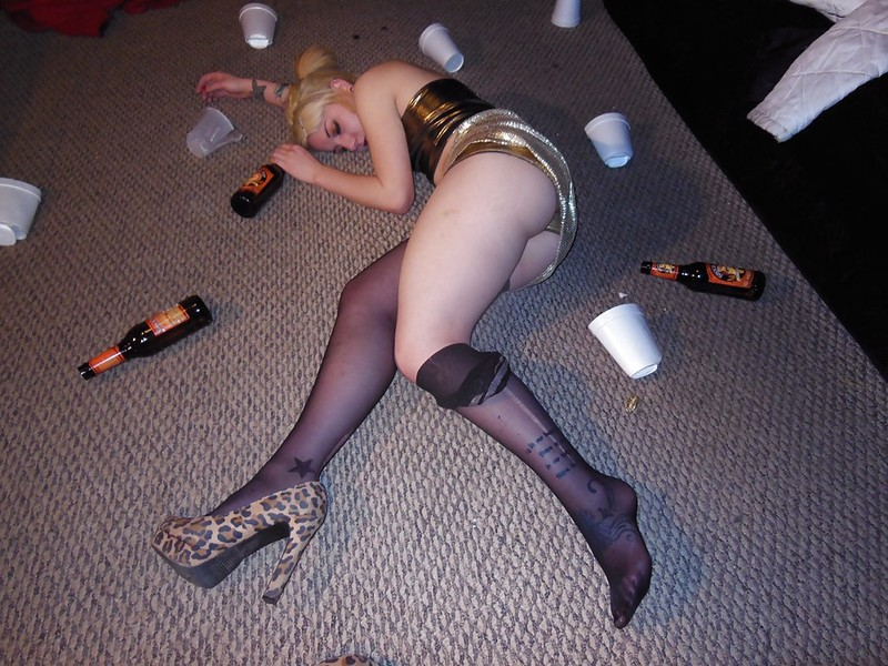 【強心臓ニキ】そこら中で酔っぱらいがセックスを始める海外のクラブ、1人とんでもないニキが居て草wwwwwww(画像あり)・9枚目