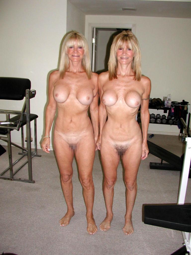 【一卵性双生児エロ】日本でも人気だけどフェイクばかりな一卵性の双子のエロ画像、海外はガチ率高くてワロタwwwwwww(画像あり)・30枚目