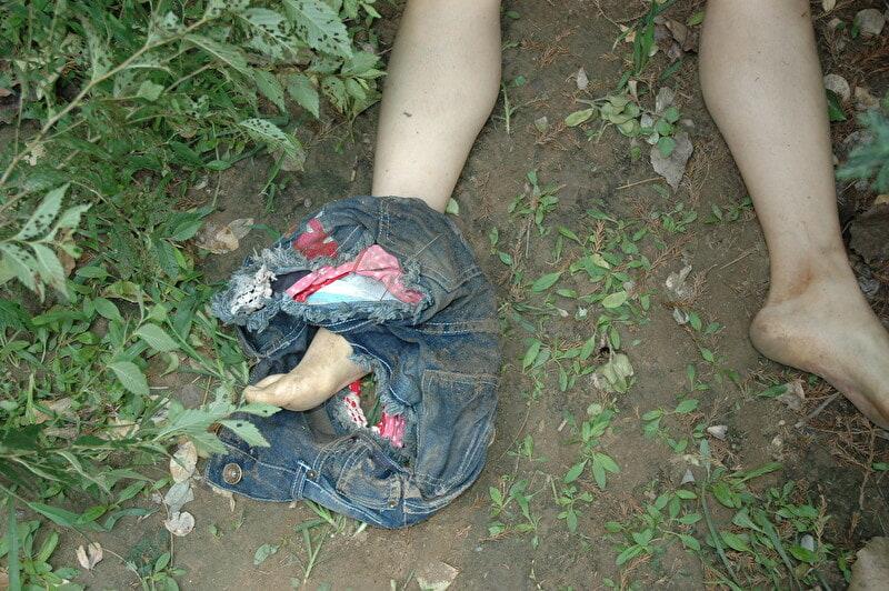 【閲覧注意】レイプされ殺害された中国人女性さん、警察の手によってレイプ遺体の画像がネットに公開される・・・・・(画像)・2枚目