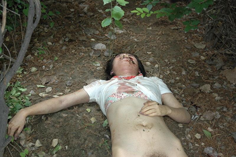 【閲覧注意】レイプされ殺害された中国人女性さん、警察の手によってレイプ遺体の画像がネットに公開される・・・・・(画像)・5枚目