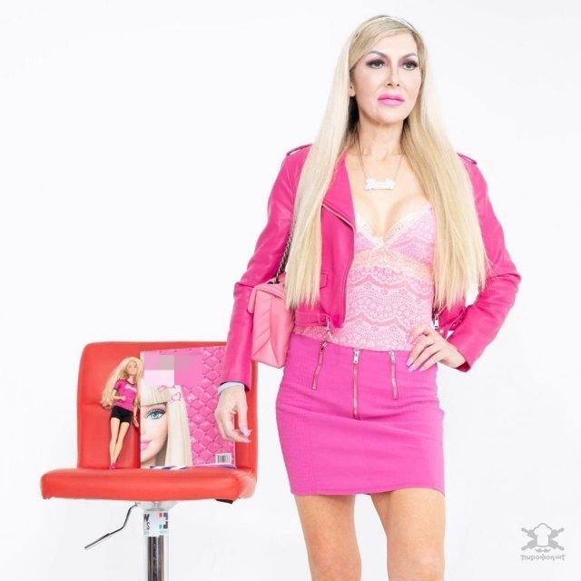 【唇オバケ】バービー人形に憧れ過ぎたイギリスの48歳おばさん、整形手術でとんだ化け物になるwwwww(画像)・5枚目