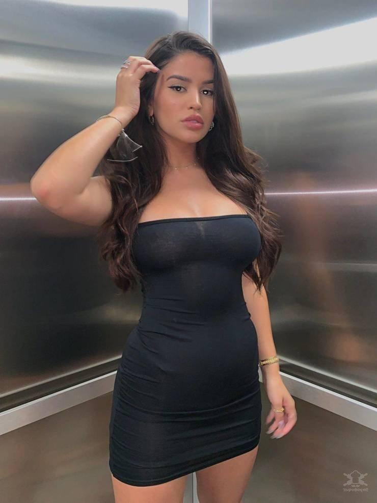 【エロドレス】スタイルの良い外国人女性にしか許されないタイトドレスという服装、こりゃ日本人は無理ですわwwwww(画像)・3枚目