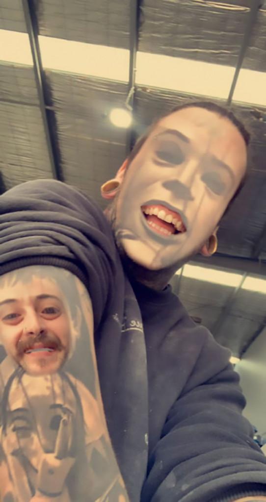 【楽しそうwww】顔入れ替えアプリを使って自分のタトゥーと顔面を入れ替える陽キャ外国人wwwwww(画像あり)・14枚目