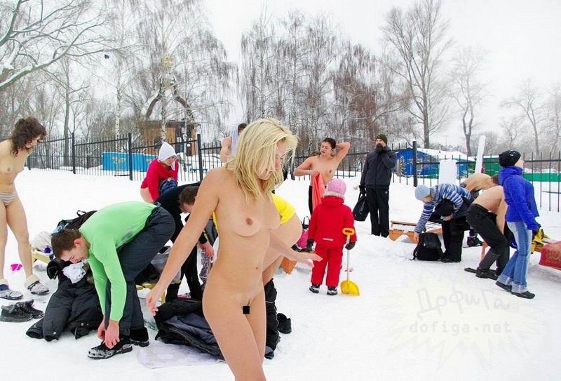 【参加熱望!!】鋼鉄の精神と肉体を持つニキにだけ参加が許されるロシアの寒中水泳大会、命と引き換えでも参加するわwwwww(画像)・17枚目