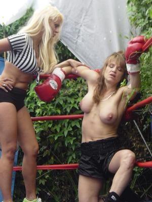 【エロボクサー】エロと格闘技の絶妙な融合、如何にもアメリカ人らしいトップレスボクシングのエロ画像!!(画像あり)・7枚目