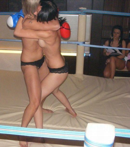 【エロボクサー】エロと格闘技の絶妙な融合、如何にもアメリカ人らしいトップレスボクシングのエロ画像!!(画像あり)・20枚目