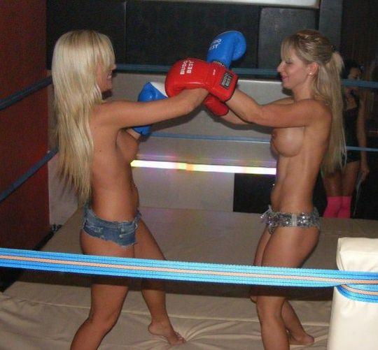 【エロボクサー】エロと格闘技の絶妙な融合、如何にもアメリカ人らしいトップレスボクシングのエロ画像!!(画像あり)・23枚目