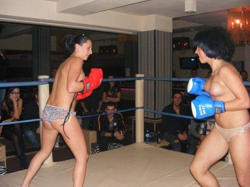 【エロボクサー】エロと格闘技の絶妙な融合、如何にもアメリカ人らしいトップレスボクシングのエロ画像!!(画像あり)・31枚目
