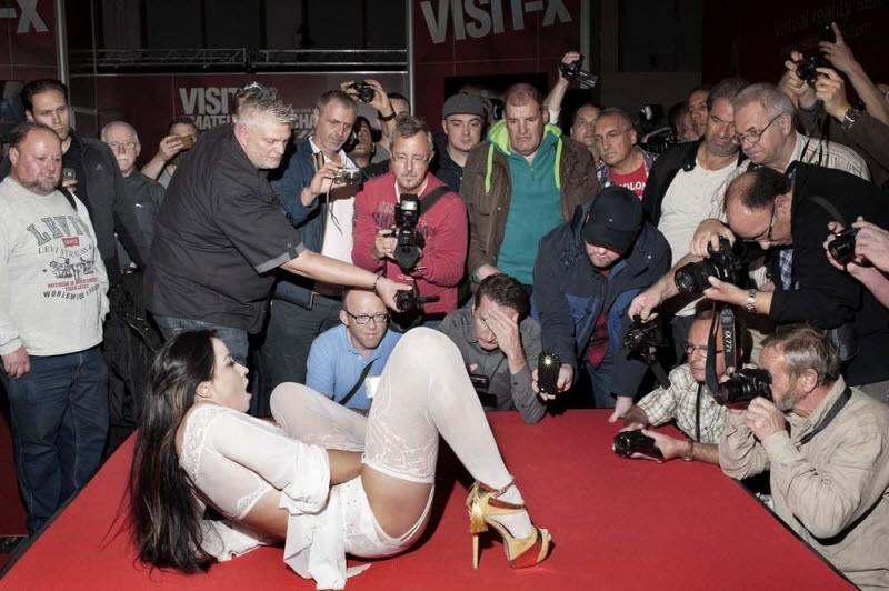 """【エロの祭典】毎年ドイツで開催される世界最大のエロの展示会""""Venus Berlin""""、これは是非行ってみたいなwwwwww(画像)・8枚目"""