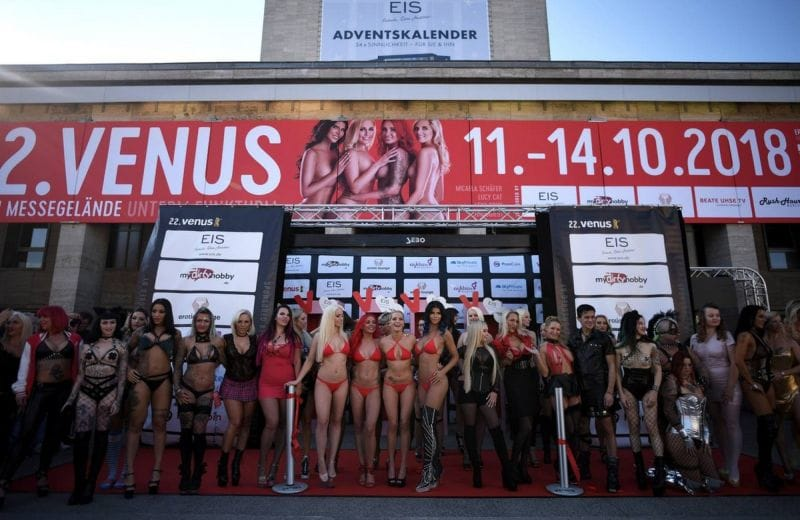 """【エロの祭典】毎年ドイツで開催される世界最大のエロの展示会""""Venus Berlin""""、これは是非行ってみたいなwwwwww(画像)・12枚目"""