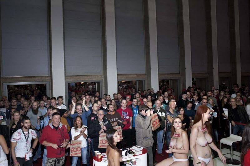 """【エロの祭典】毎年ドイツで開催される世界最大のエロの展示会""""Venus Berlin""""、これは是非行ってみたいなwwwwww(画像)・18枚目"""