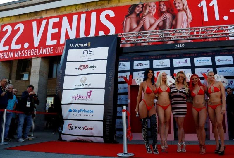 """【エロの祭典】毎年ドイツで開催される世界最大のエロの展示会""""Venus Berlin""""、これは是非行ってみたいなwwwwww(画像)・24枚目"""