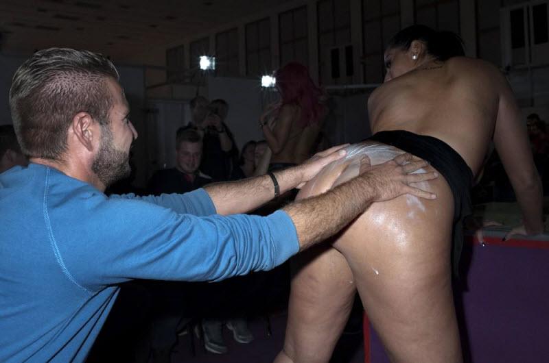 """【エロの祭典】毎年ドイツで開催される世界最大のエロの展示会""""Venus Berlin""""、これは是非行ってみたいなwwwwww(画像)・35枚目"""