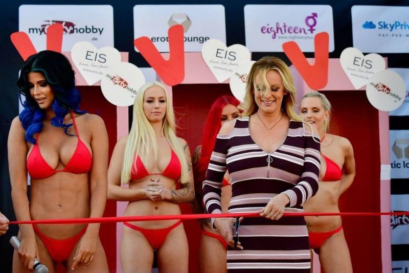 """【エロの祭典】毎年ドイツで開催される世界最大のエロの展示会""""Venus Berlin""""、これは是非行ってみたいなwwwwww(画像)・40枚目"""