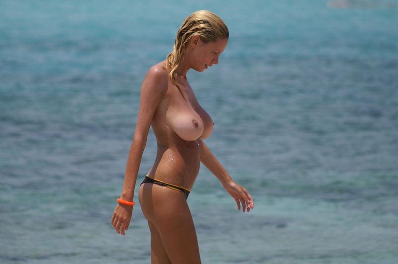 【素人おっぱい】ヌーディストビーチと言われる無料でおっぱい見放題のエロスポット、ただし勃起したらボコボコにされる模様・・・・・(画像あり)・17枚目