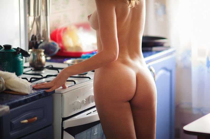 【自宅パイモロ】自宅では色々丸出し状態で過ごす海外の裸族まんさん、変態だけどスタイル良すぎだろwwwww(画像)・22枚目