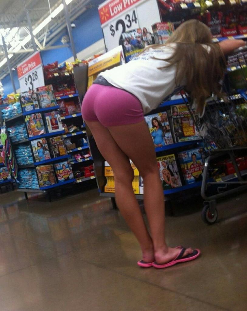 【変態注意】陽気な外人変態ネキ達のスーパーマーケット店内露出、子供が見たら泣くぞこれ・・・・(画像あり)・24枚目