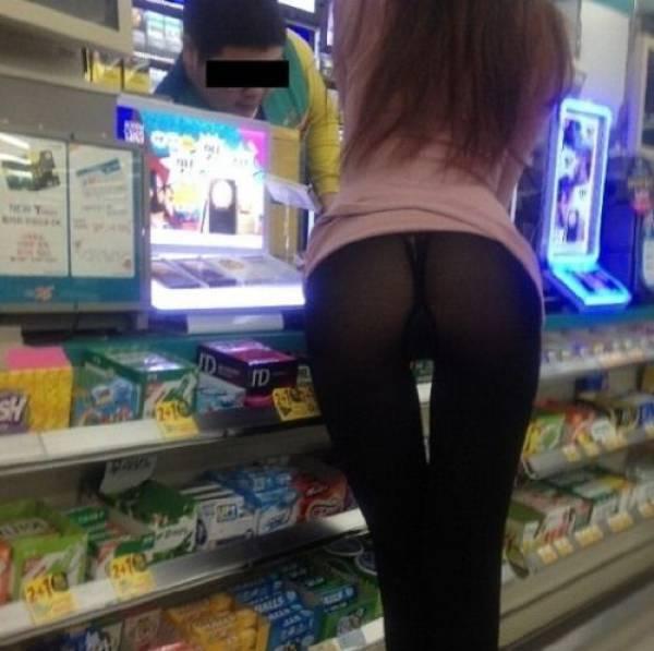【変態注意】陽気な外人変態ネキ達のスーパーマーケット店内露出、子供が見たら泣くぞこれ・・・・(画像あり)・28枚目