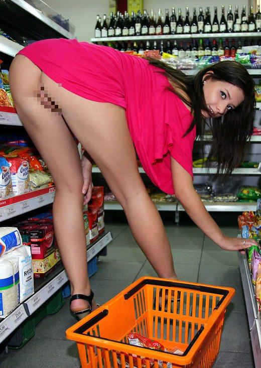 【変態注意】陽気な外人変態ネキ達のスーパーマーケット店内露出、子供が見たら泣くぞこれ・・・・(画像あり)・35枚目