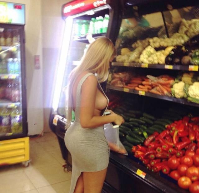 【変態注意】陽気な外人変態ネキ達のスーパーマーケット店内露出、子供が見たら泣くぞこれ・・・・(画像あり)・40枚目