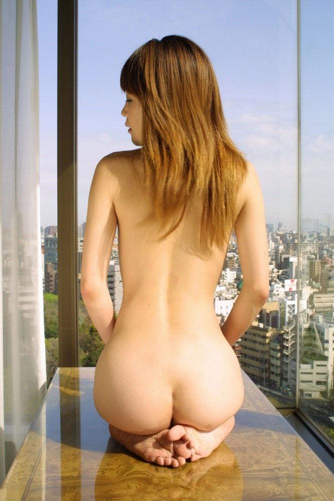 【頭おかC】この窓際露出まんさん、想像以上におもっくそ露出プレイ満喫するド変態で草wwwwwwww(画像)・12枚目