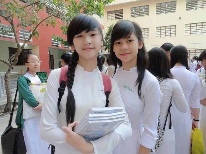 【アオザイ少女】ベトナムのアオザイという清楚なようでエロエロな見た目の民族衣装wwwwwww(画像50枚)・3枚目