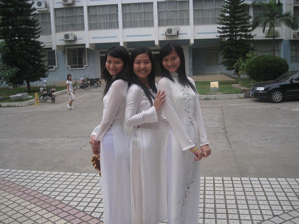 【アオザイ少女】ベトナムのアオザイという清楚なようでエロエロな見た目の民族衣装wwwwwww(画像50枚)・8枚目