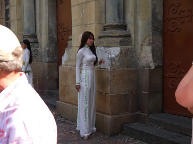 【アオザイ少女】ベトナムのアオザイという清楚なようでエロエロな見た目の民族衣装wwwwwww(画像50枚)・9枚目