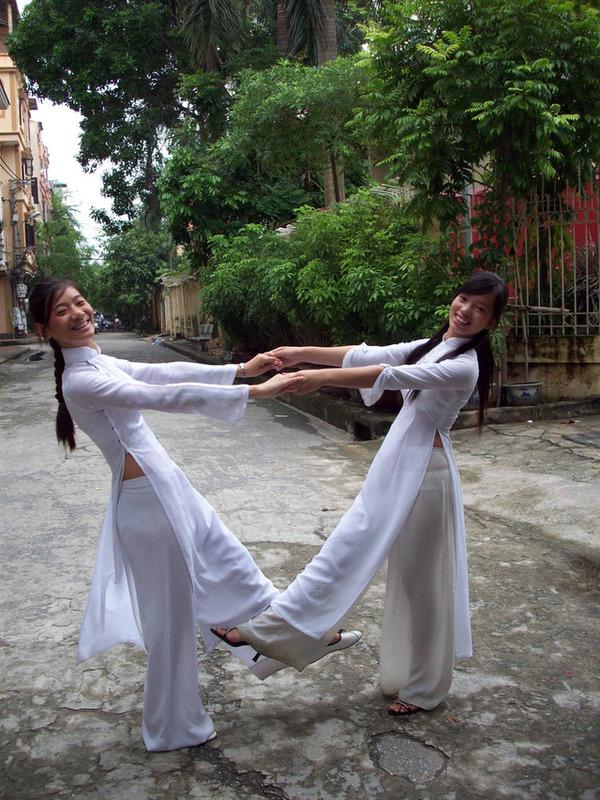 【アオザイ少女】ベトナムのアオザイという清楚なようでエロエロな見た目の民族衣装wwwwwww(画像50枚)・11枚目