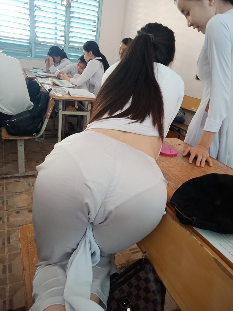 【アオザイ少女】ベトナムのアオザイという清楚なようでエロエロな見た目の民族衣装wwwwwww(画像50枚)・12枚目