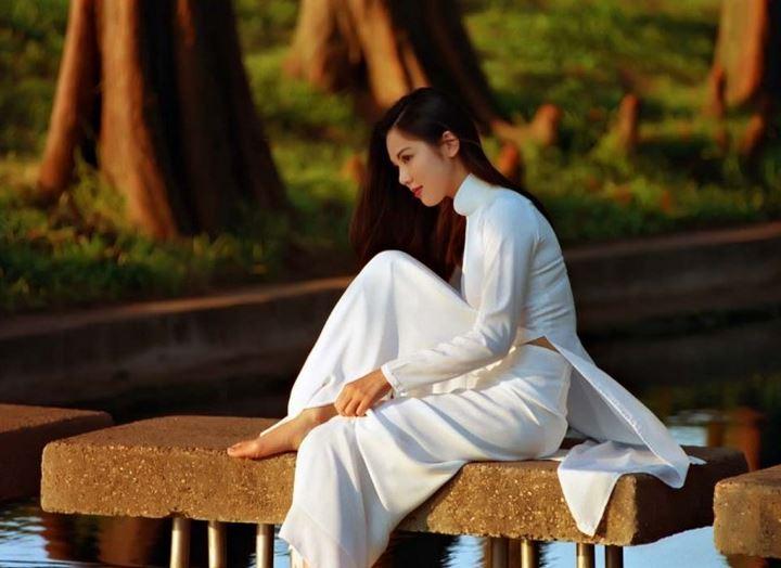 【アオザイ少女】ベトナムのアオザイという清楚なようでエロエロな見た目の民族衣装wwwwwww(画像50枚)・13枚目