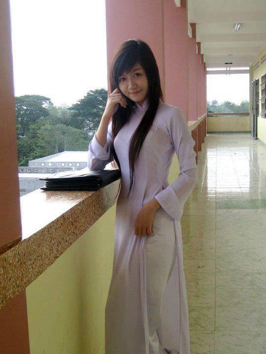 【アオザイ少女】ベトナムのアオザイという清楚なようでエロエロな見た目の民族衣装wwwwwww(画像50枚)・14枚目