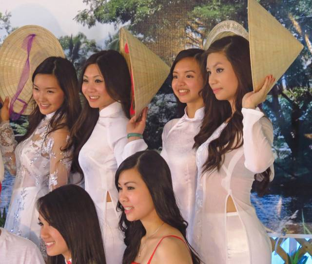 【アオザイ少女】ベトナムのアオザイという清楚なようでエロエロな見た目の民族衣装wwwwwww(画像50枚)・16枚目