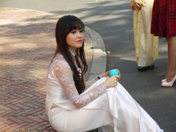 【アオザイ少女】ベトナムのアオザイという清楚なようでエロエロな見た目の民族衣装wwwwwww(画像50枚)・17枚目