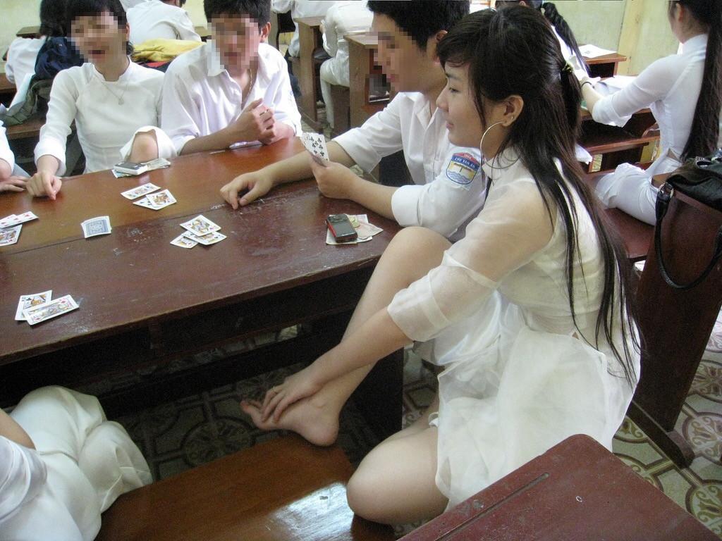 【アオザイ少女】ベトナムのアオザイという清楚なようでエロエロな見た目の民族衣装wwwwwww(画像50枚)・18枚目