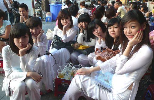 【アオザイ少女】ベトナムのアオザイという清楚なようでエロエロな見た目の民族衣装wwwwwww(画像50枚)・21枚目