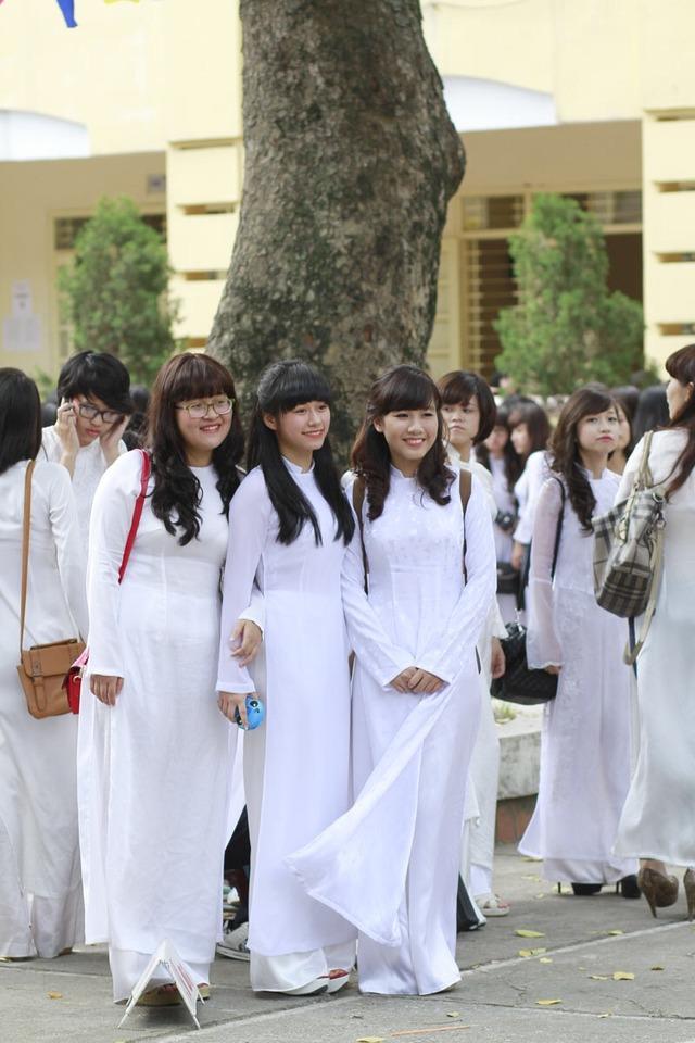 【アオザイ少女】ベトナムのアオザイという清楚なようでエロエロな見た目の民族衣装wwwwwww(画像50枚)・23枚目