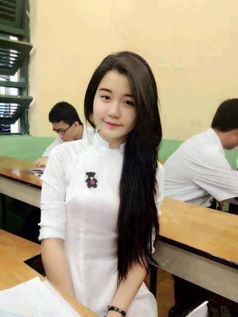 【アオザイ少女】ベトナムのアオザイという清楚なようでエロエロな見た目の民族衣装wwwwwww(画像50枚)・24枚目