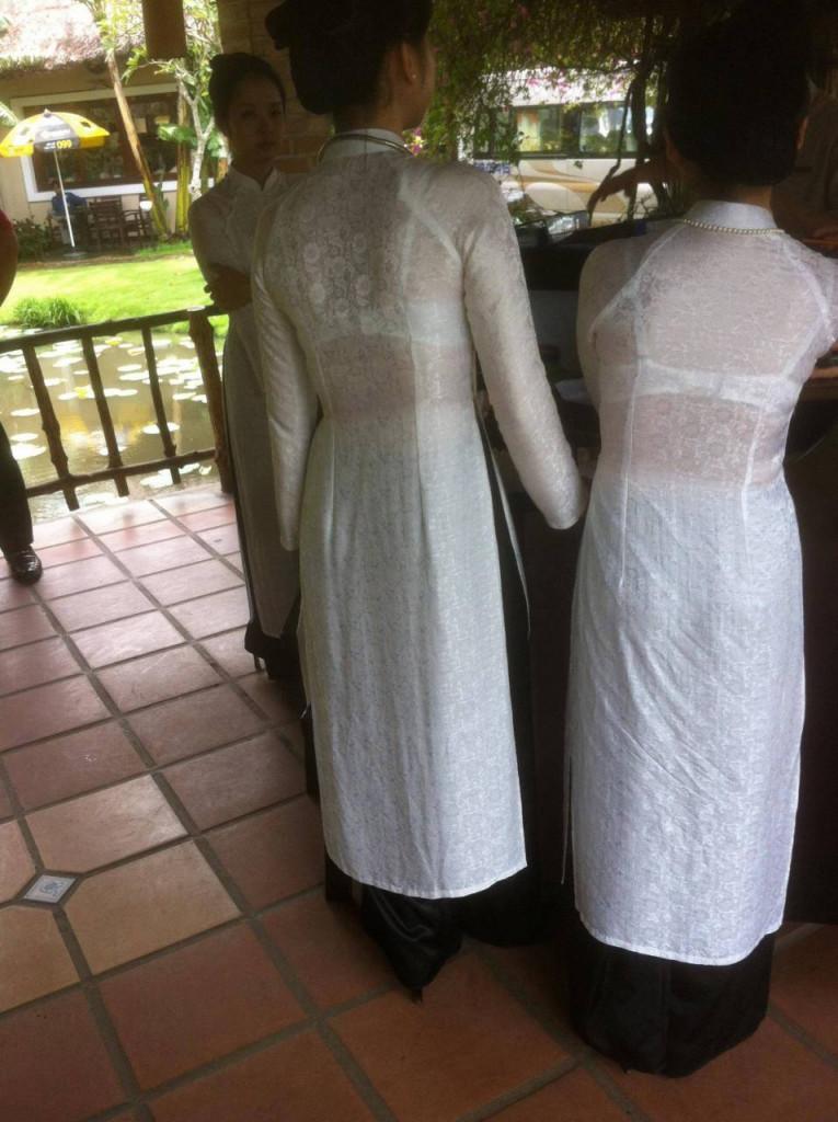【アオザイ少女】ベトナムのアオザイという清楚なようでエロエロな見た目の民族衣装wwwwwww(画像50枚)・25枚目