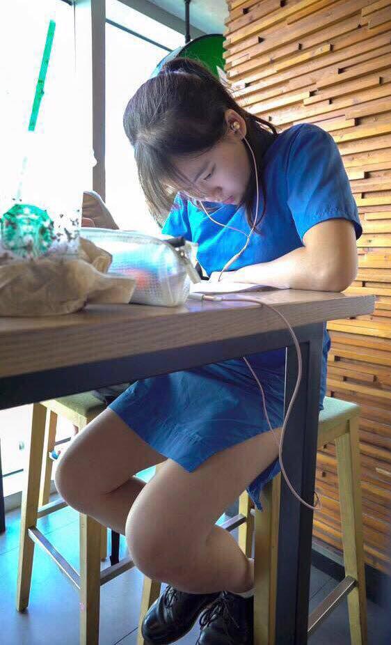 【アオザイ少女】ベトナムのアオザイという清楚なようでエロエロな見た目の民族衣装wwwwwww(画像50枚)・30枚目