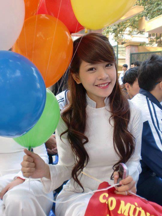 【アオザイ少女】ベトナムのアオザイという清楚なようでエロエロな見た目の民族衣装wwwwwww(画像50枚)・31枚目