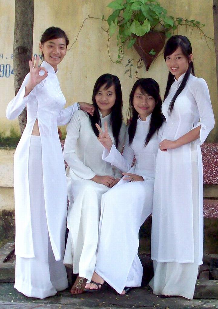 【アオザイ少女】ベトナムのアオザイという清楚なようでエロエロな見た目の民族衣装wwwwwww(画像50枚)・33枚目