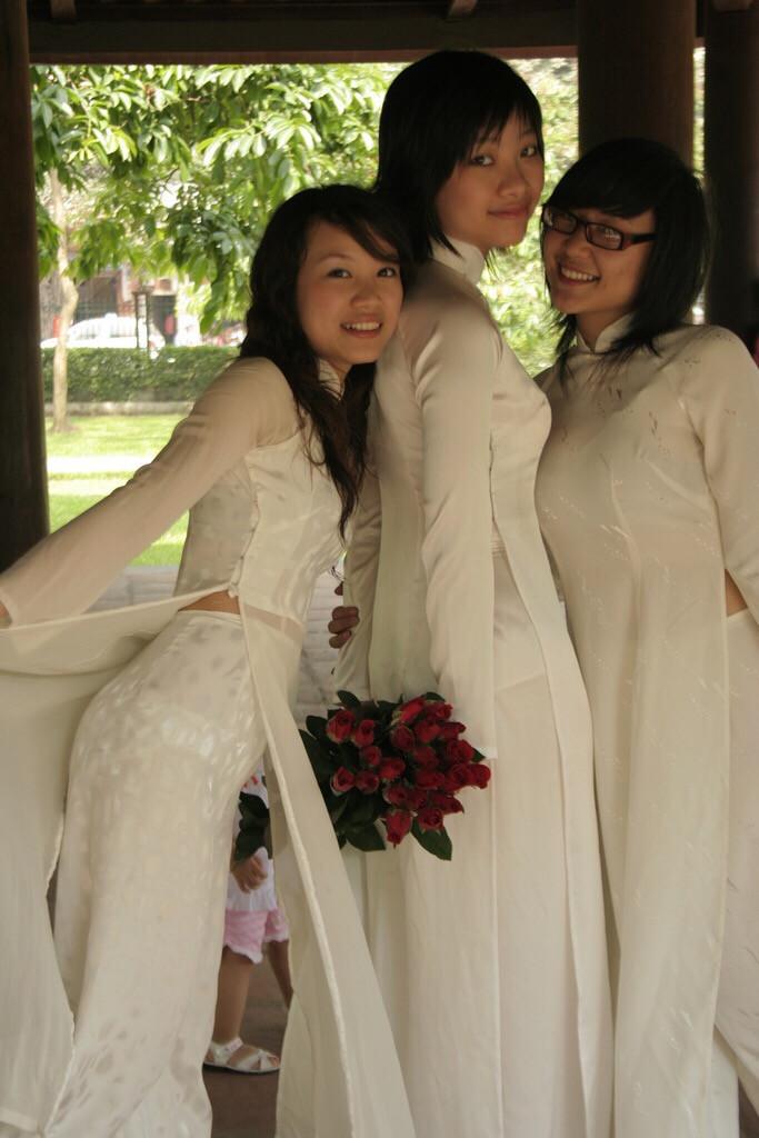 【アオザイ少女】ベトナムのアオザイという清楚なようでエロエロな見た目の民族衣装wwwwwww(画像50枚)・37枚目