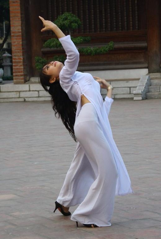 【アオザイ少女】ベトナムのアオザイという清楚なようでエロエロな見た目の民族衣装wwwwwww(画像50枚)・41枚目