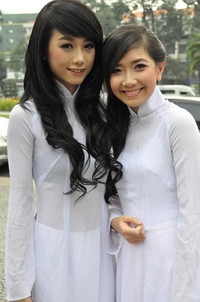 【アオザイ少女】ベトナムのアオザイという清楚なようでエロエロな見た目の民族衣装wwwwwww(画像50枚)・42枚目