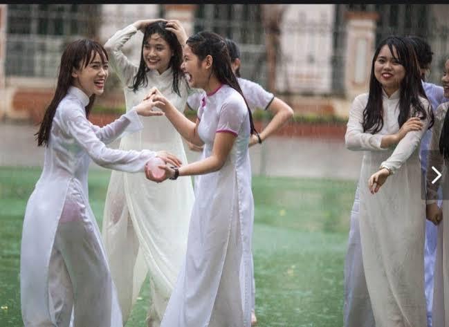 【アオザイ少女】ベトナムのアオザイという清楚なようでエロエロな見た目の民族衣装wwwwwww(画像50枚)・43枚目