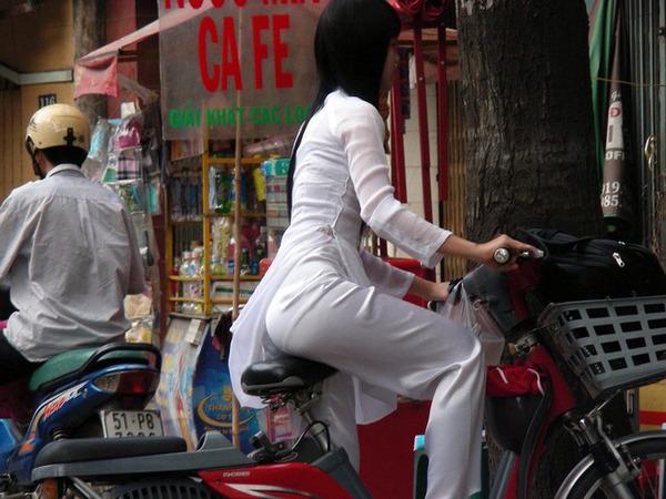 【アオザイ少女】ベトナムのアオザイという清楚なようでエロエロな見た目の民族衣装wwwwwww(画像50枚)・44枚目